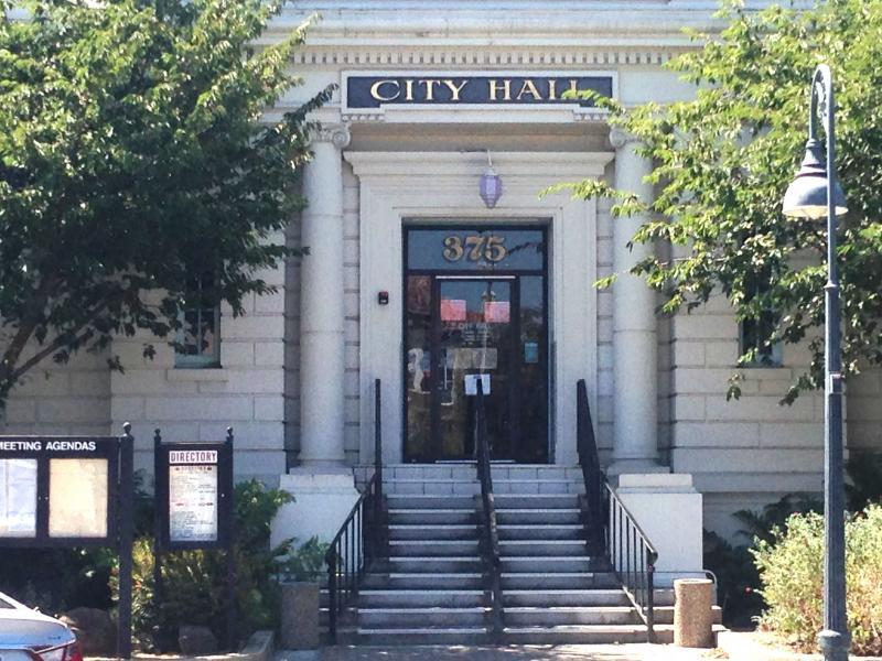 Hollister City Hall2.jpg