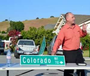 Supervisor Jerry Muenzer with a fallen down sign brought by resident Julio Salazar
