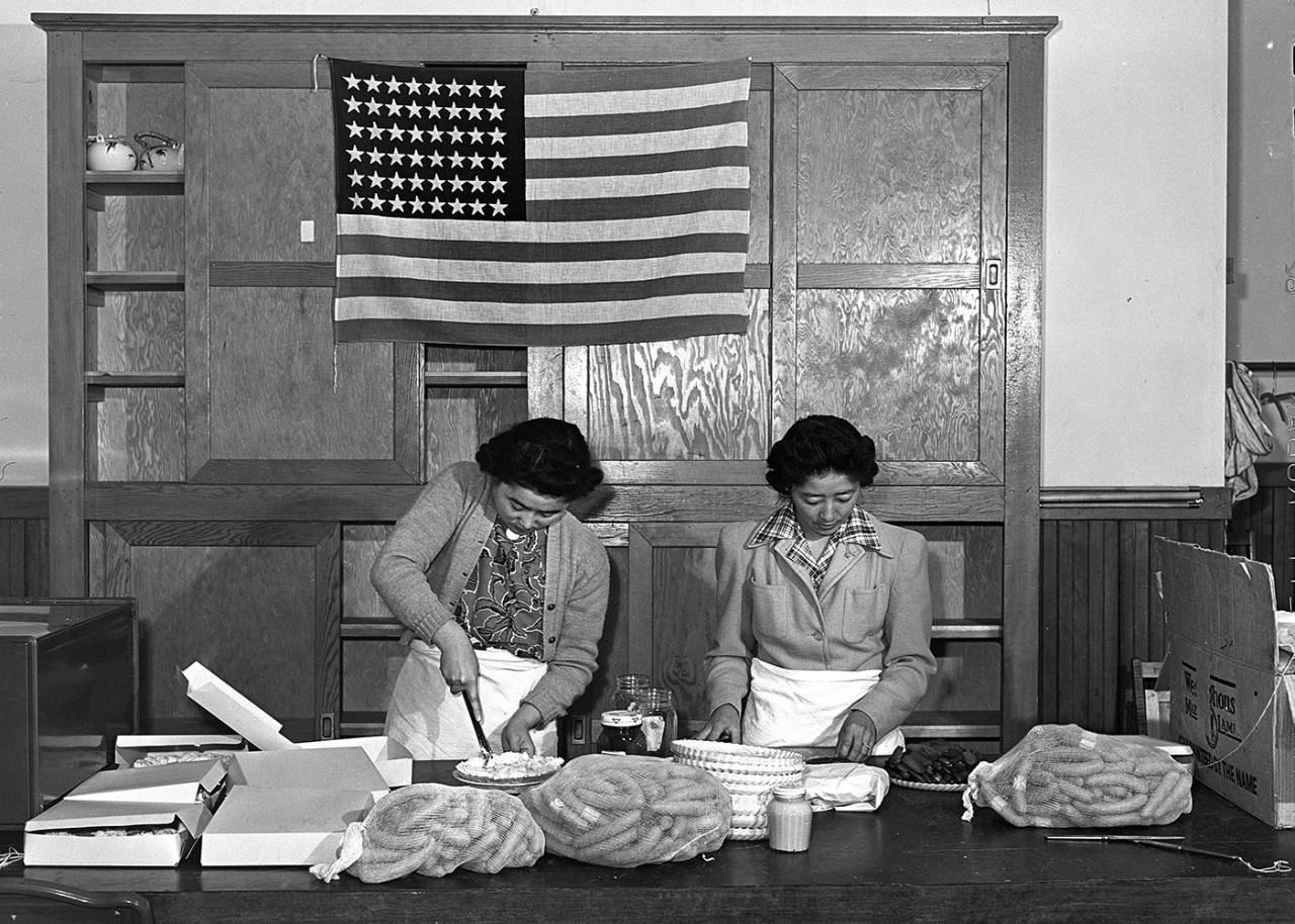 Women preparing for pinic.jpg