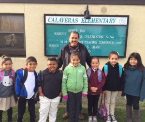 Jesse Ortiz with Calaveras students Photo by Gabriel Gonzalez