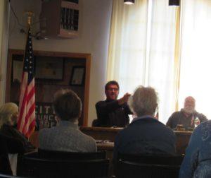 Councilman Dan De Vries speaking during the council meeting. Photo by Noe Magaña.