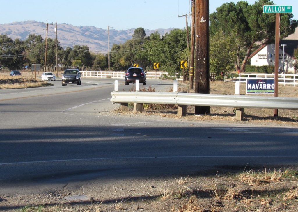 Intersection of Fallon Road and Fairview Road. Photo by Noe Magaña.