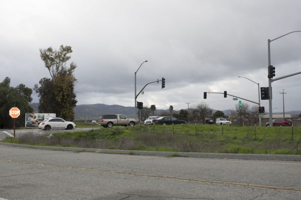 File photo: Cars at the stop light at Union Road and Highway 156 intersection near the San Juan-Hollister Road intersection. Photo by Noe Magaña.