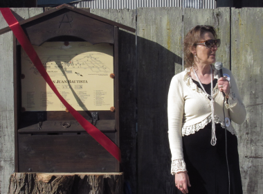 Halina Kleinsmith, a member of the San Juan Bautista Walking Trail Committee, speaks during the ribbon cutting. Photo by Noe Magaña.