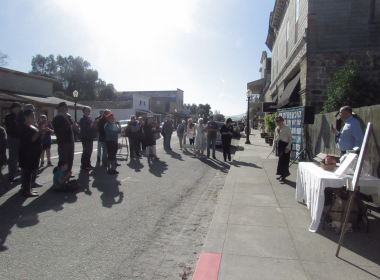 Crowd that gathered for the ceremony on Third Street. Photo by Noe Magaña.