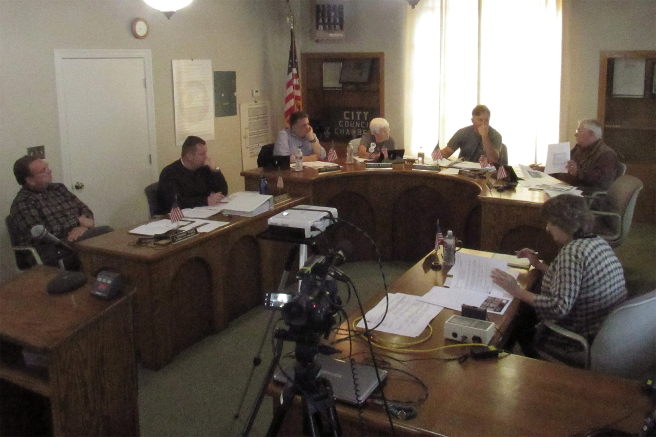 The San Juan Bautista Historic Resources Board discusses the process of separating from the Planning Commission. The two governing bodies are currently made up of the same five members. Photo by Noe Magaña.