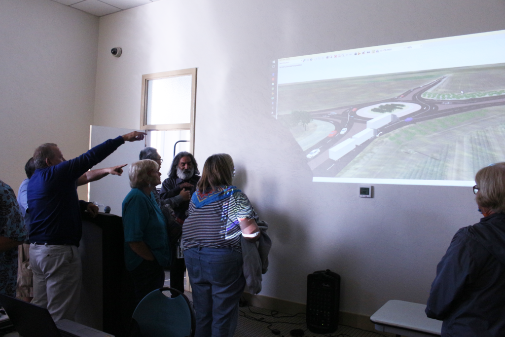 County residents gather to discuss the proposed roundabout and how they think will impact the flow of traffic. Photos by Noe Magaña.