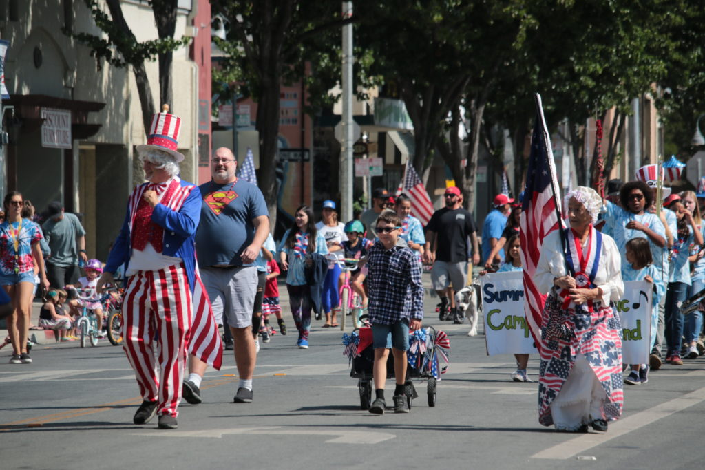 Jim Hart and Ruth Erickson as Uncle Sam and Betsy Ross lead the annual Kiddy Parade on July 4, 2019. Photo by John Chadwell.