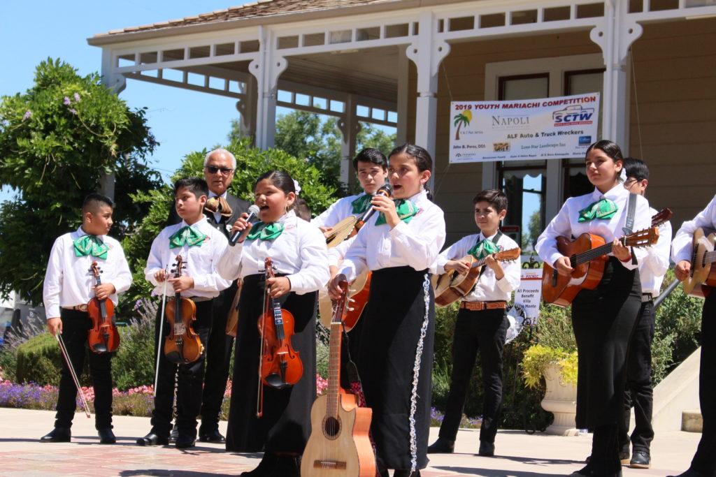 Academia de Mariachi Infantil Alma De Mexico performing at a July 20 competition in Morgan Hill. Photo by Noe Magaña.