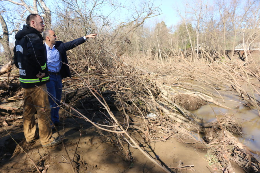OES Manager Kevin O'Neill stands with Congressman Jimmy Panetta surveying the flooding out at Lovers Lane in 2017. Photo by John Chadwell.