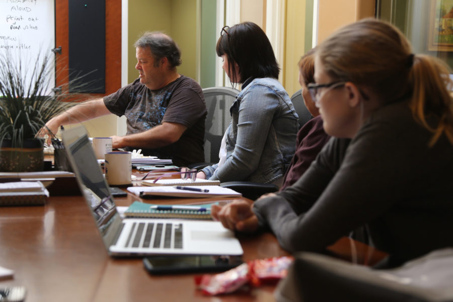 Photographer Robert Eiliason talks to interns and BenitoLink reporters about ways of improving story photos. Photo by Leslie David.