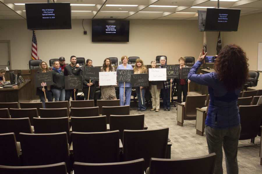 The group of protesters take a picture during the closed session. Photo by Noe Magaña.