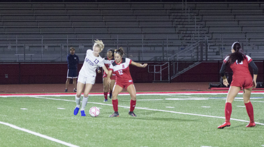 Amanda Garcia battles for the ball in midfield. Photo by Noe Magaña.