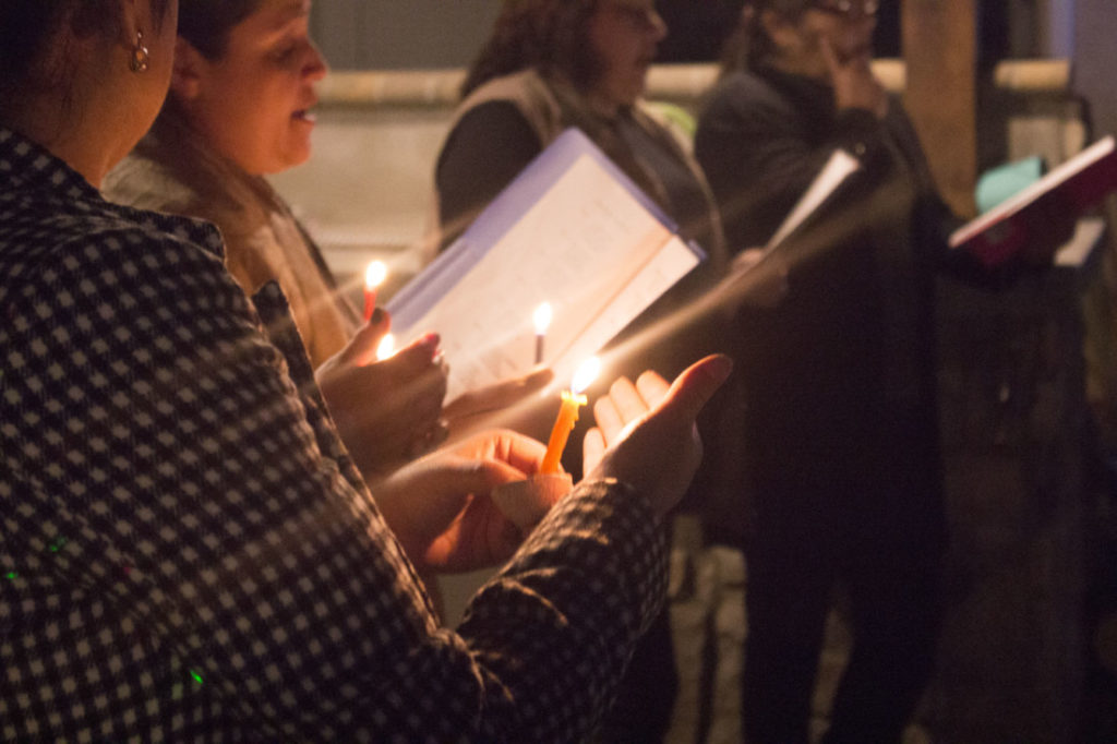 Attendees held candles while singing hymns. Photo by Noe Magaña.