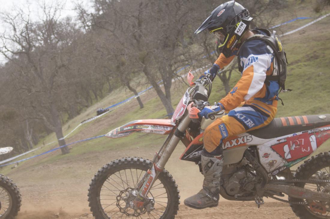 Oliveira attempts a pass.