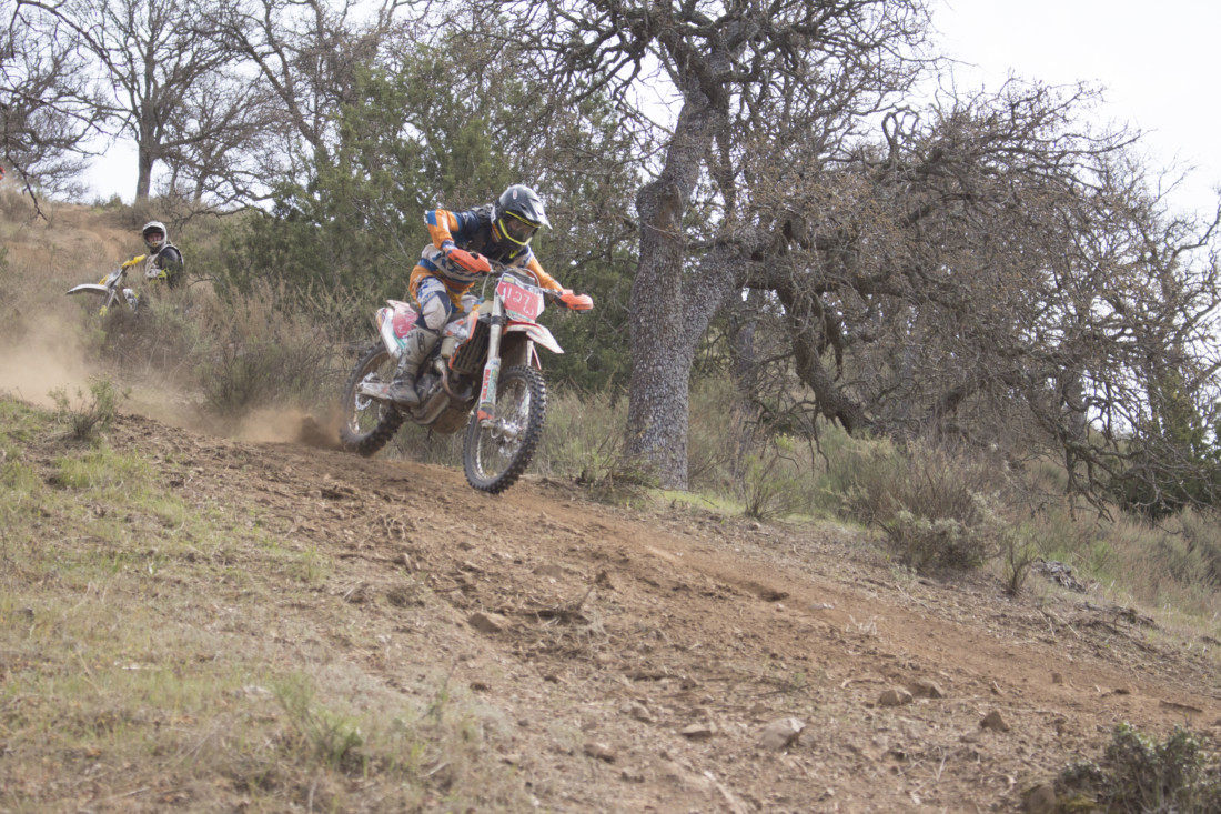 Mateo Oliveira racing down a steep part of the track on March 8 at the Lazy Bumb Hare Scramble in Paicines. Photos by Noe Magaña.