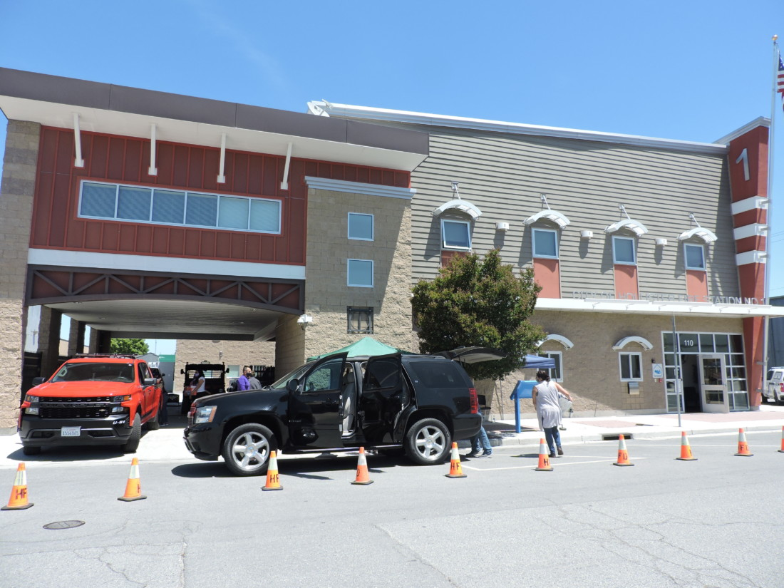 The drive-thru line in front of Fire Station One in Hollister. Photo by Patty Lopez Day.