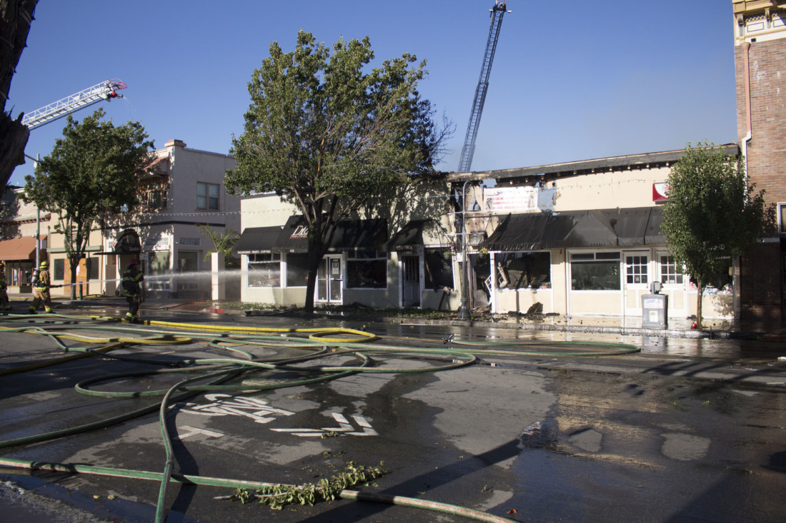 Structure fire in downtown Hollister on July 12. Photo by Noe Magaña.