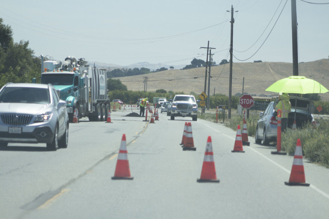Road crew closed off one lane near Somerset Drive on Union Road in August 2020. Photo by Noe Magaña.