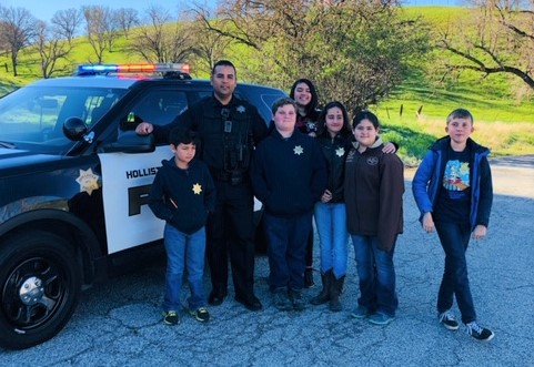 School Resource Officer Guadalupe Pompa with students from one of the 10 schools he works with. Photo courtesy of HPD.