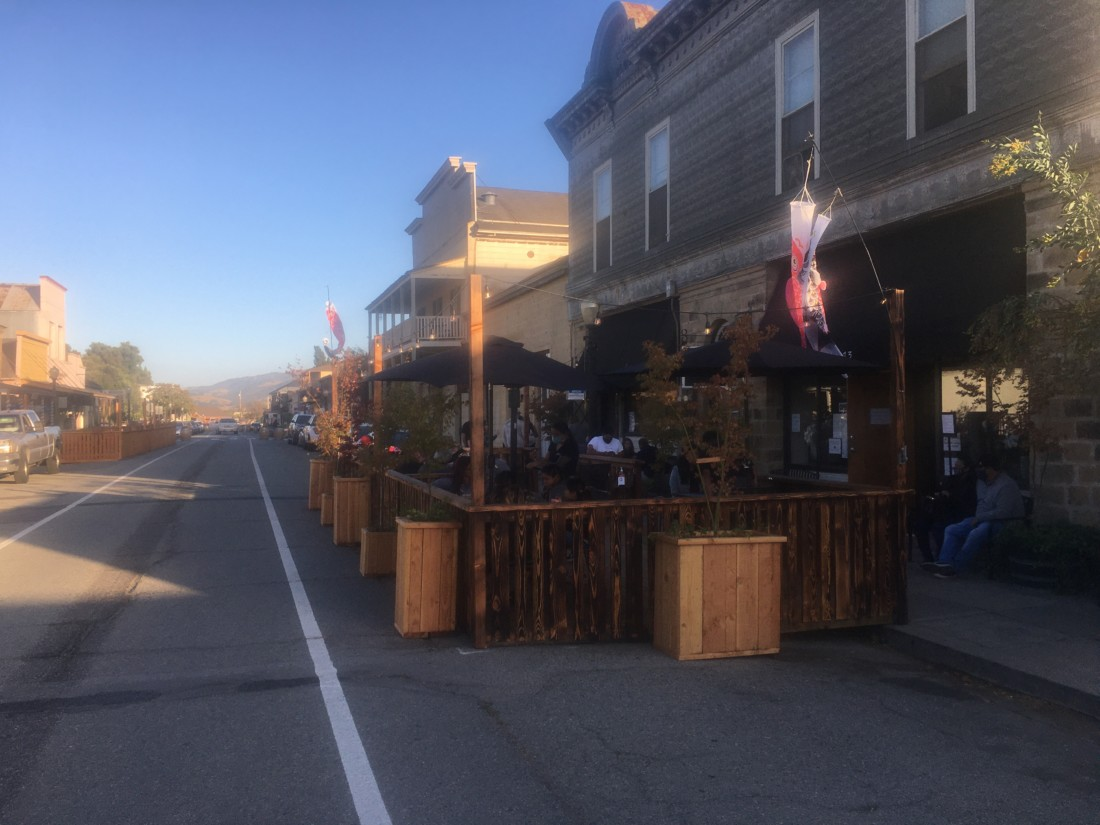 The parklet outside Inaka Sushi. Photo by Andrew Pearson.
