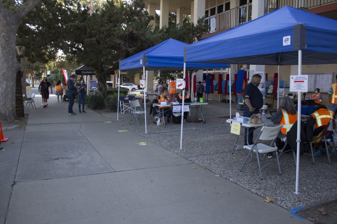 Poll worker help residents at the San Benito County Elections Office on Nov. 3. Photo by Noe Magaña.