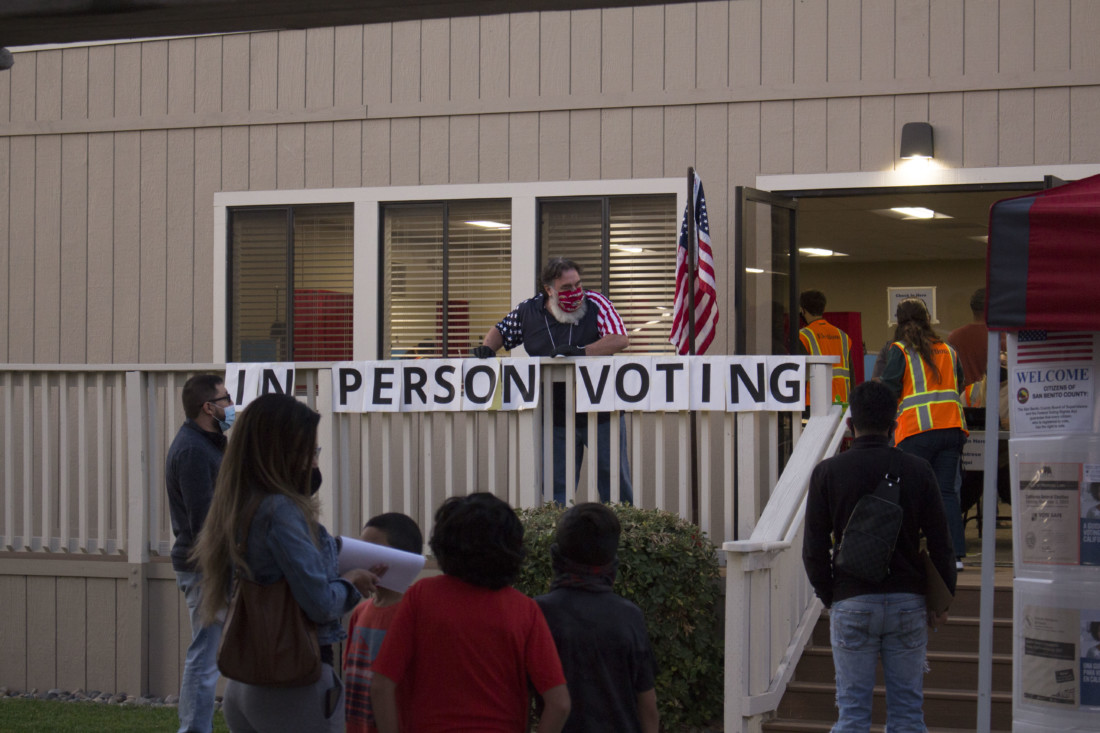Kevin Stopper speaking with voters at his polling station. Photo by Noe Magaña.