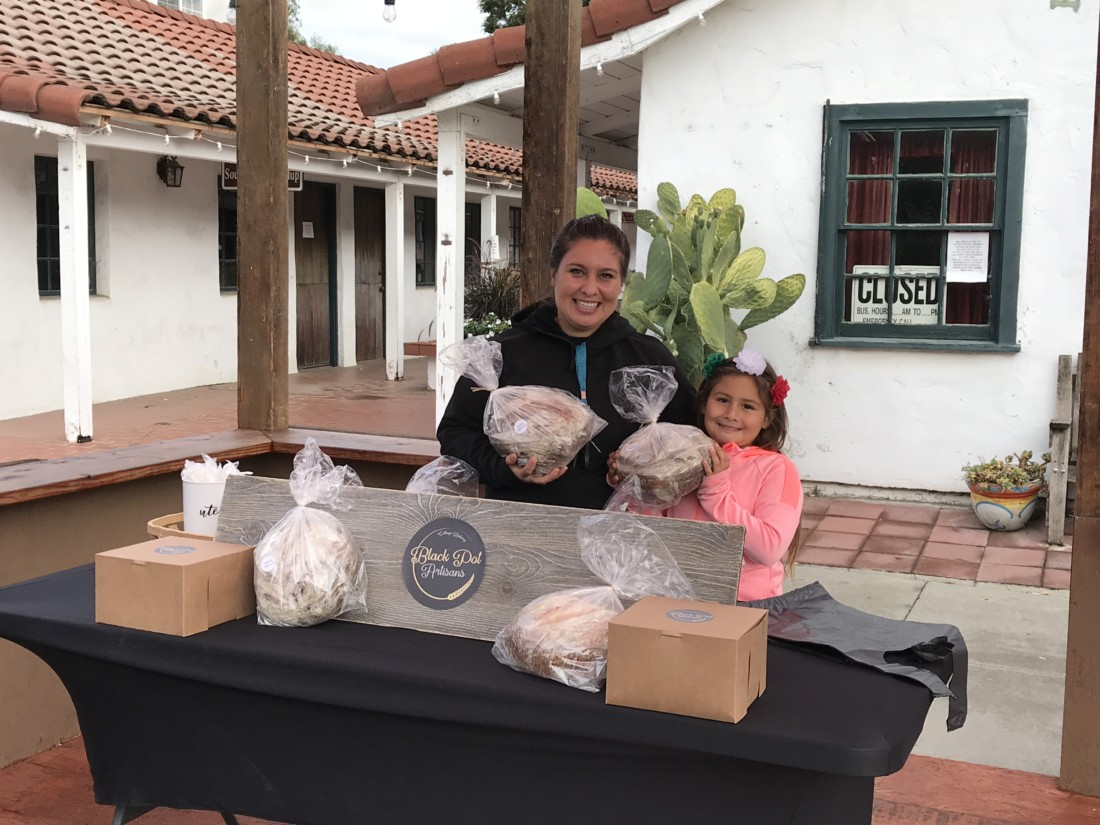Leslie Dell and her daughter Addyson at the Black Pot Artisans pop-up location in downtown San Juan Bautista. Photo by Frank Perez.