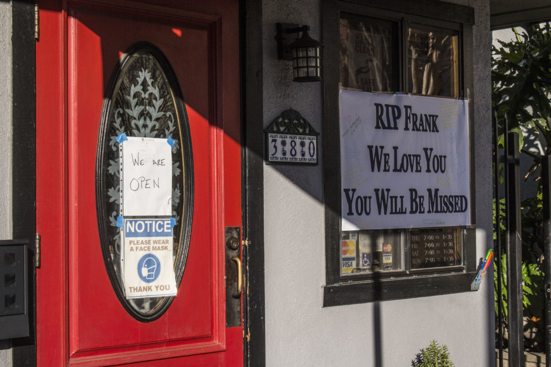A sign outside Cozy Cup Cafe pays tribute to Frank Halayay. Photo by Noe Magaña.
