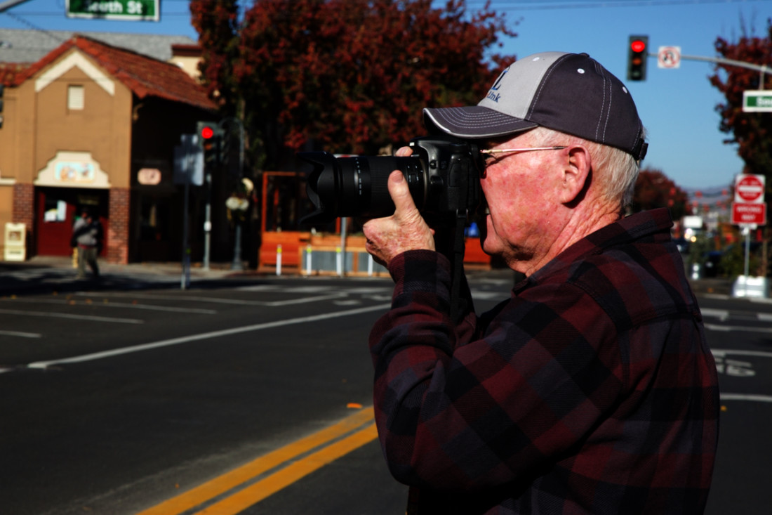 BenitoLink reporter John Chadwell takes photos of parklets built for outdoor dining in downtown Hollister. Photo by Leslie David.