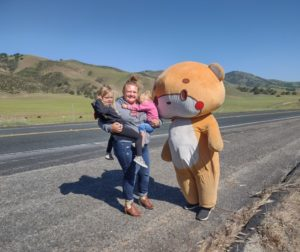 Cortnee Bowers with daughters Riley and Kinsley Mapel meet with Bearsun on Highway 25. Photo Carmel de Bertaut.