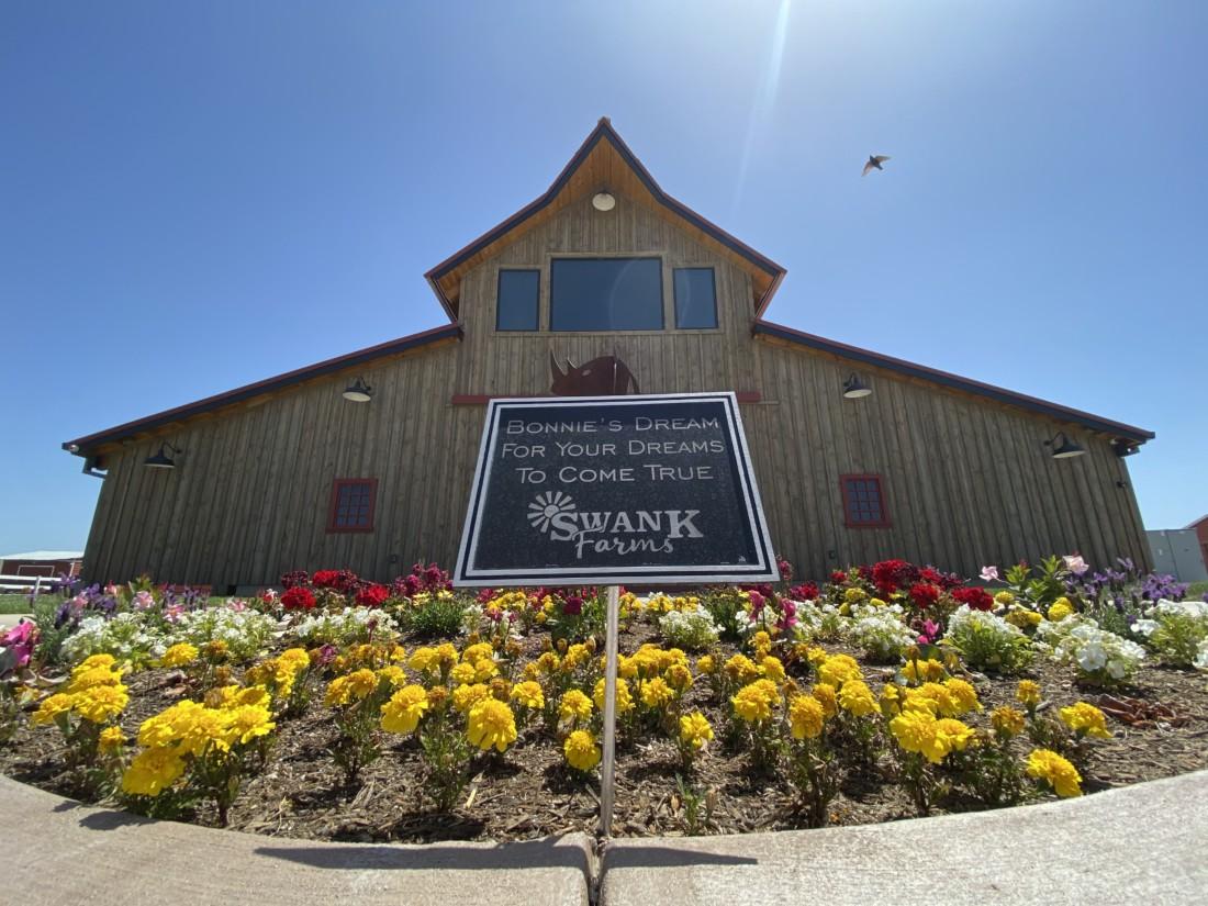 L'entrée de Bonnie's Barn est un spectacle pour les yeux endoloris, aménagée avec un beau jardin fleuri à son entrée. Photo par Jenny Mendolla Arbizu.