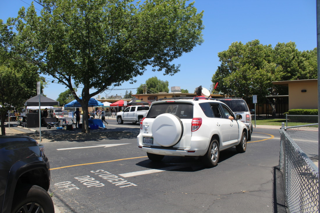 Burritos, gifts and resources were given to 250 vehicles at the celebration. Photo by Jenny Mendolla Arbizu.
