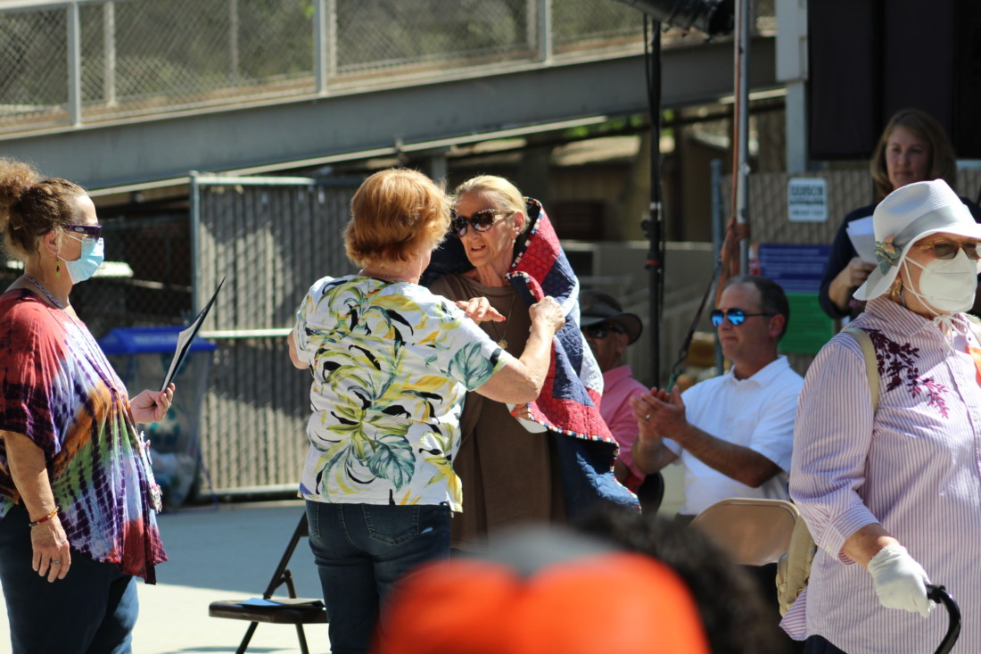 Belinda Scattini accepted a quilt in honor of her late husband, U.S. Army veteran and former SBC Sheriff and Marshal, Robert D. Scattini. Photo by Jenny Mendolla Arbizu.