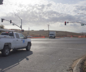 PG&E crews working near the Highway 156 and Union Road intersection. Photo by Noe Magaña.